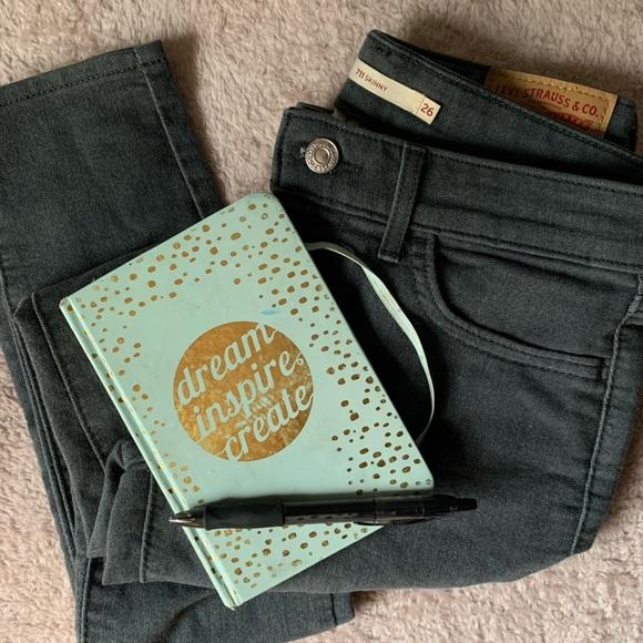 Levi's strous faded blue skinny jean size 26